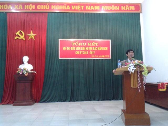 Đ/c Ngô Quang Long - HUV, Trưởng phòng Giáo dục và Đào tạo phát biểu tại buổi tổng kết