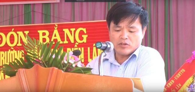 Đ/c Phan Xuân Vinh- Huyện ủy viên - Phó chủ tịch UBND huyện Diễn Châu phát biểu tại buổi lễ